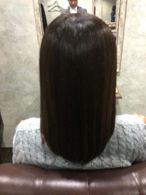 縮毛矯正で自然なサラサラストレートヘアに!